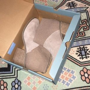 ✨NWT! TOMS Desert Taupe suede booties